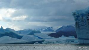Upsala Glaciar behind icebergs